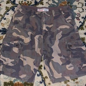 American eagle cameo cargo shorts